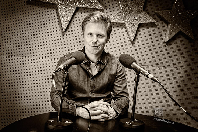 Volker Engelberth im Radio - Foto: Schindelbeck